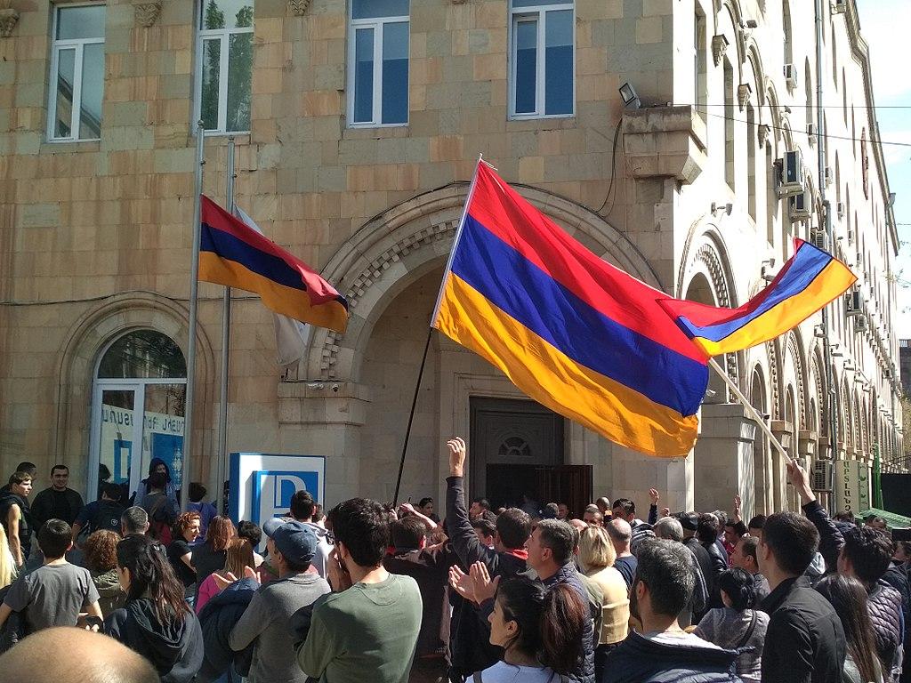 Vreedzame protesten werpen regering Sarkisian omver