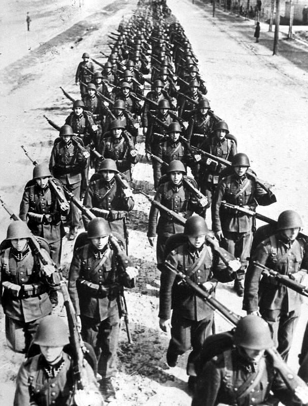 Nazi-Duitsland valt Polen binnen