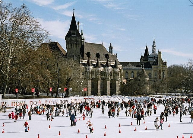 640px-Mujegpalya_Ice_Rink