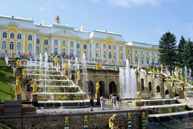 Het Grote paleis in Peterhof