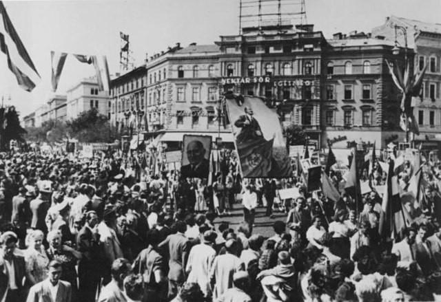 Russische 'bevrijding' en naoorlogse communistische periode